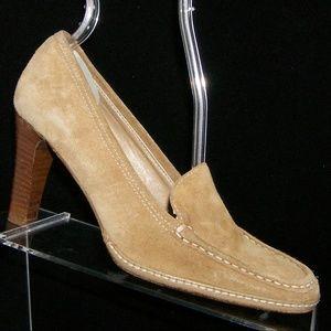 Banana Republic beige suede loafer heels 5.5M